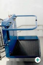 Foto des Plattformlift Plattform T 80 für kurvige Treppen im Innenbereich